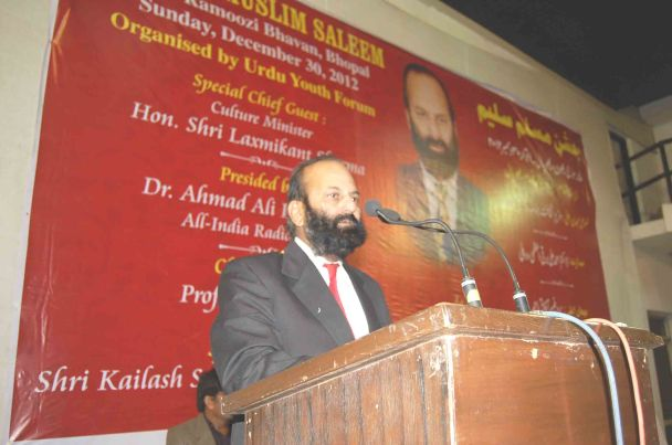 Muslim Saleem reciting his ghazals at Jashn-e-Muslim Saleem at MP Urdu Academy, Bhopal on December 30, 2010.